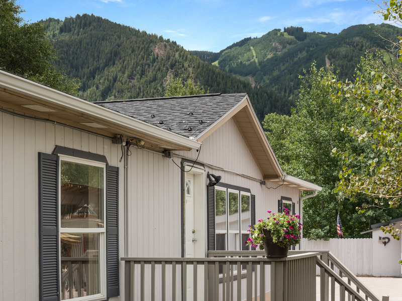 321 Oak Lane at Smuggler Park in Aspen, Colorado